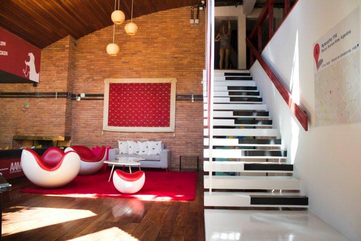 laiptai - klavišai biuro interjere