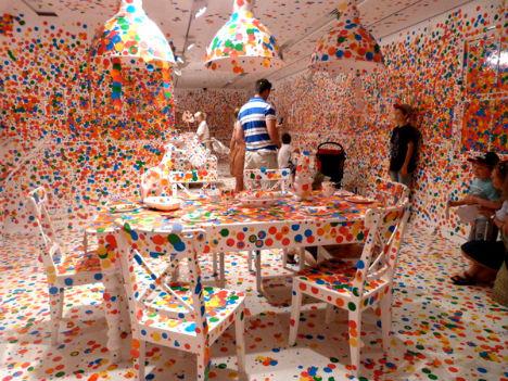vaikų nuspalvota interjero instaliacija