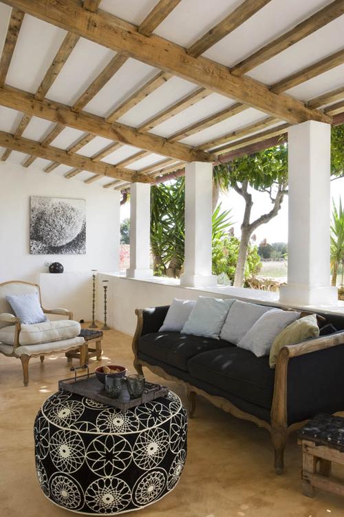 lauko terasa, minkšti baldai, medinės sijos