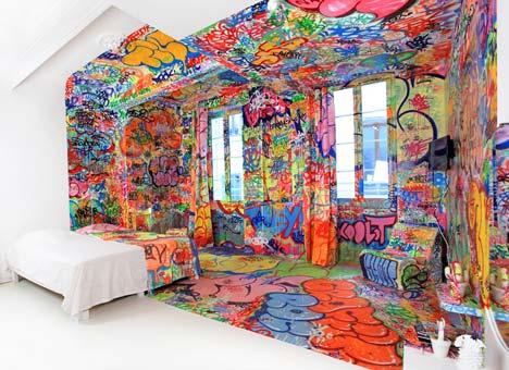 Grafiti viešbučio kambario interjere5
