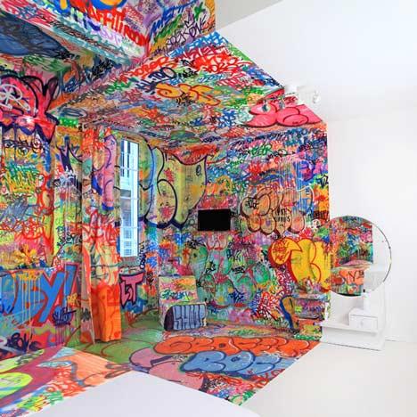 Grafiti viešbučio kambario interjere4