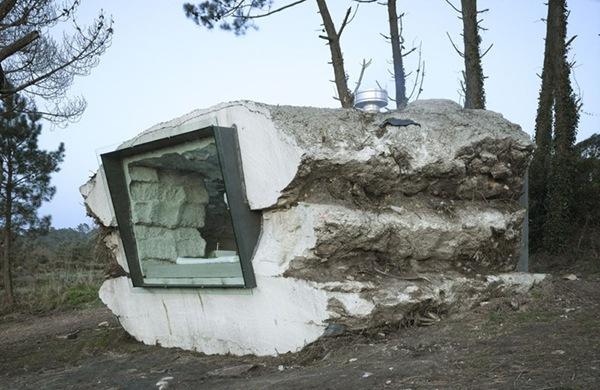 Langas namo - uolos fasade