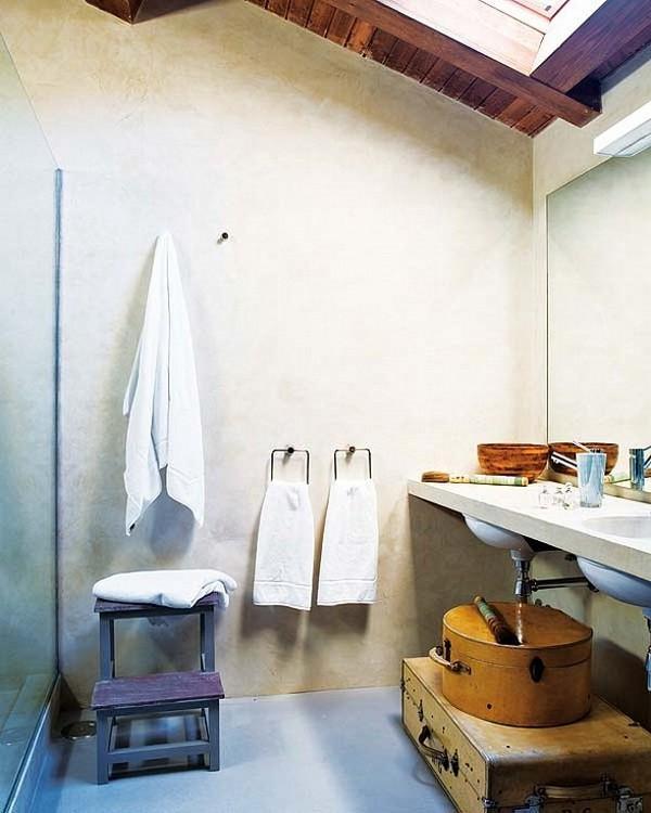 Namo rekonstrukcija, balta spalva, vintage, vonios interjeras