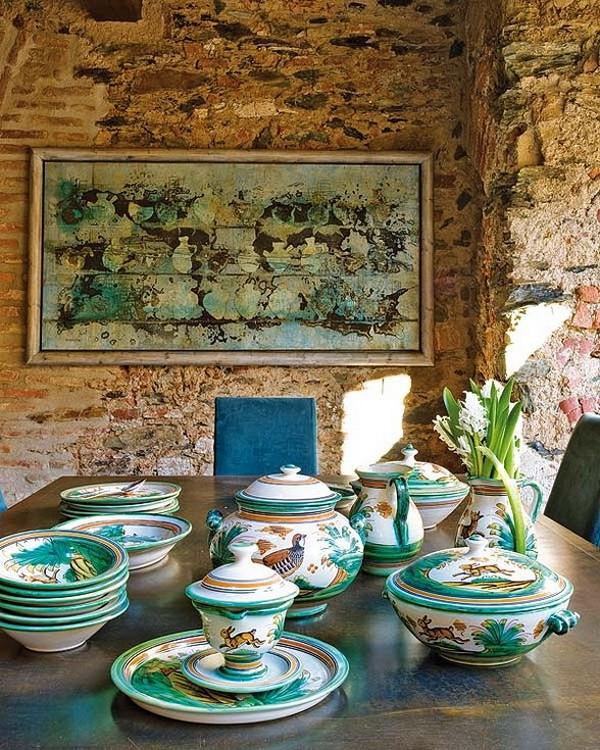 Rekonstrukcija, senos plytos, paveikslas, stalas, indai, valgomojo interjeras