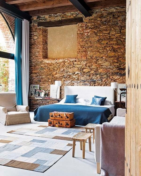 Rekonstrukcija, senos plytos, niša, langas, lova, miegamojo interjeras