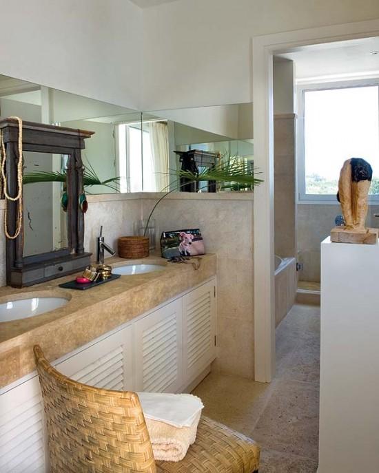 Vonios kambario interjeras, kriauklės, skulptūra