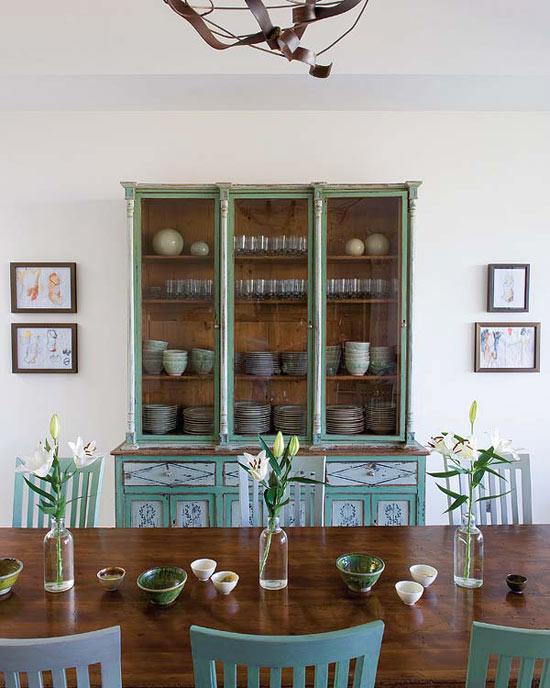 namo valgomasis kambarys, stalas, paveikslai