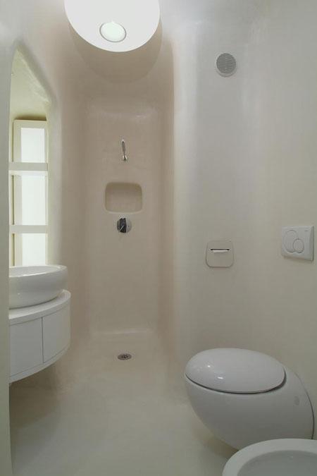baltas vonios interjeras, apvalūs kampai