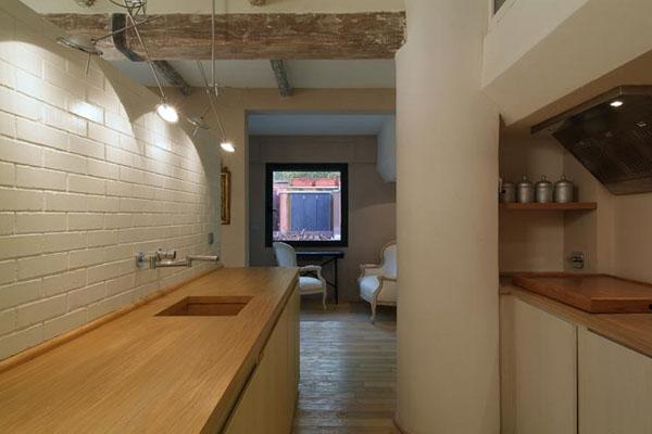 virtuvės interjeras name, sijos