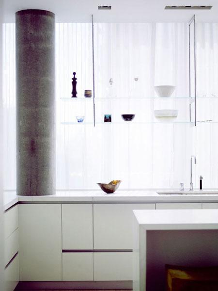 kolona, virtuvės interjero fragmentas