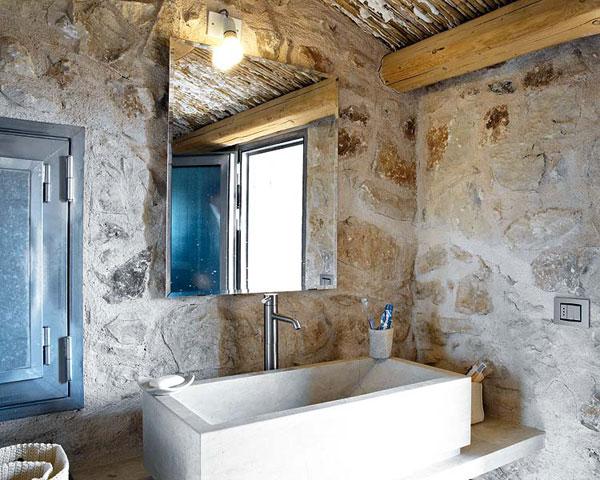 vonios kambario interjeras, balta kriauklė