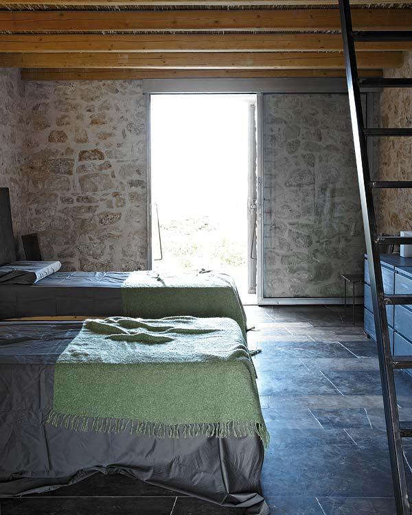 miegamojo interjeras, dvi lovos