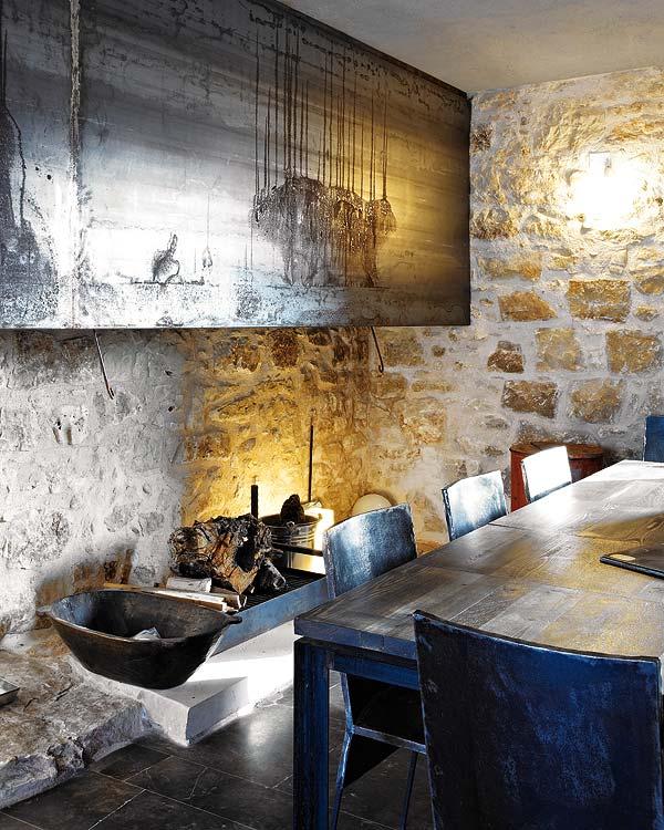 namo interjeras, stalas, kėdės