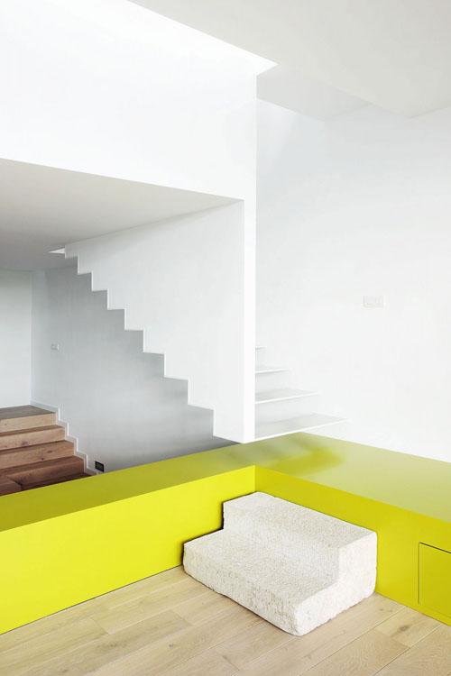 Terasinis namas, laiptai į antrą aukštą