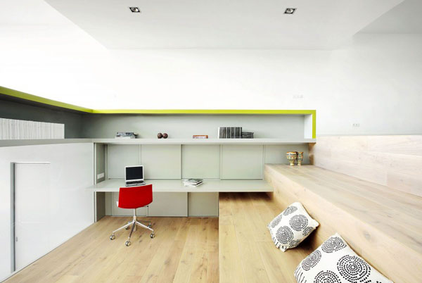 Terasinis namas, bendra interjero erdvė, darbo kambarys