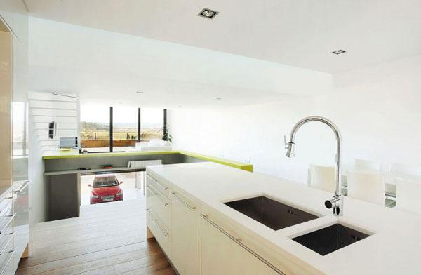 Terasinis namas, bendra interjero erdvė, virtuvė