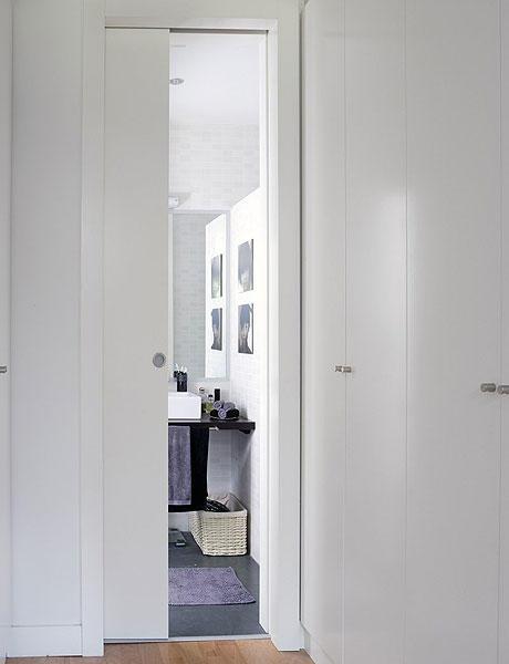 praviros durys į vonią