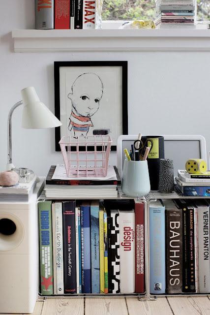 detalės, paveikslas, šviestuvas, knygos