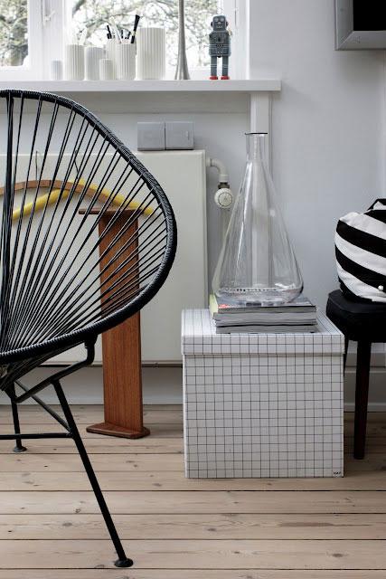 kėdė, radiatorius, dėžutė, balta spalva