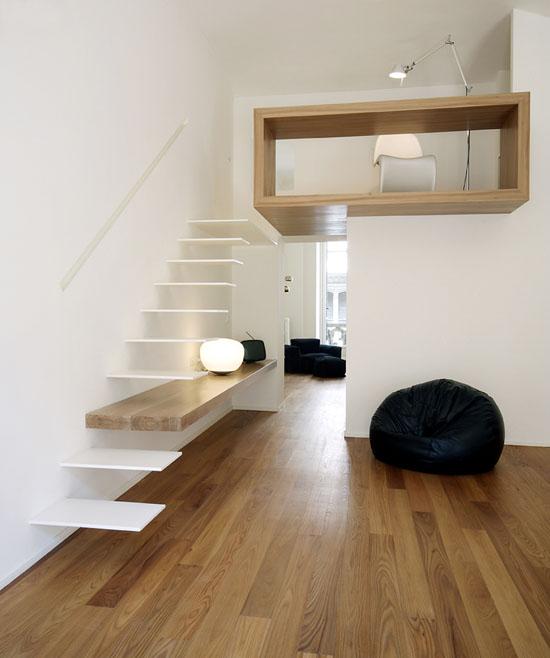 laiptai, darbo kambarys antrame aukšte
