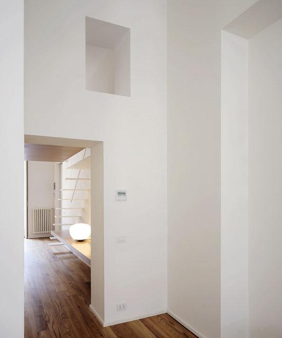 baltos interjero detalės bute