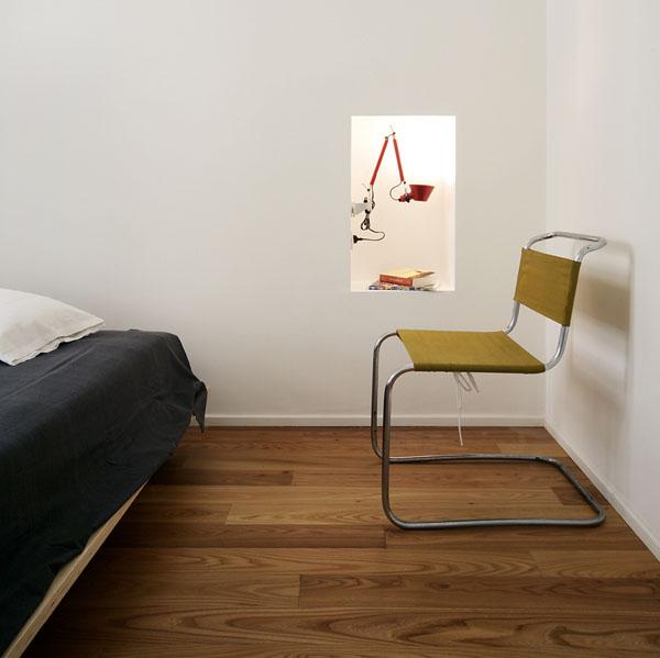 miegamojo interjeras, niša sienoje šviestuvui