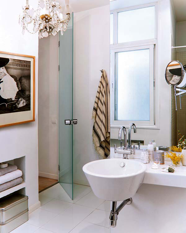 langas, stiklinės dušo durys, vonioje