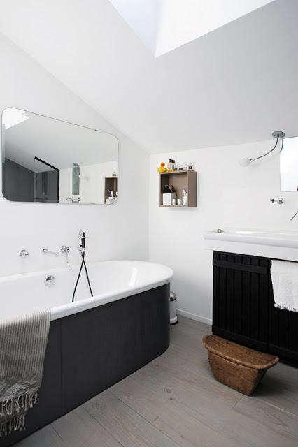 veidrodis apvaliais kampais vonioje