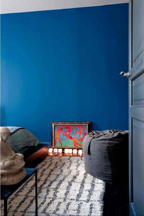 mėlyna siena miegamąjame, Matiso reprodukcija, Budos skulptūra