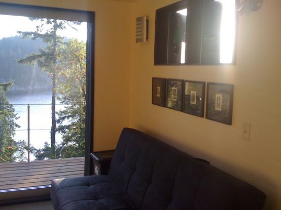 sofa, siena, paveikslai, vaizdas pro langą
