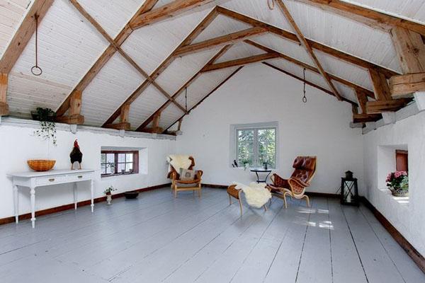 baltos sienos, lubos, medinės sijos palėpėje12