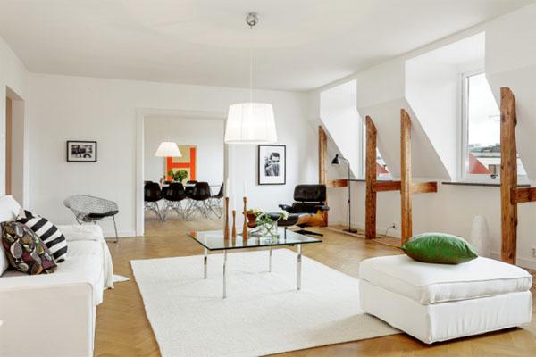 baltos sienos, lubos, medinės sijos palėpėje11