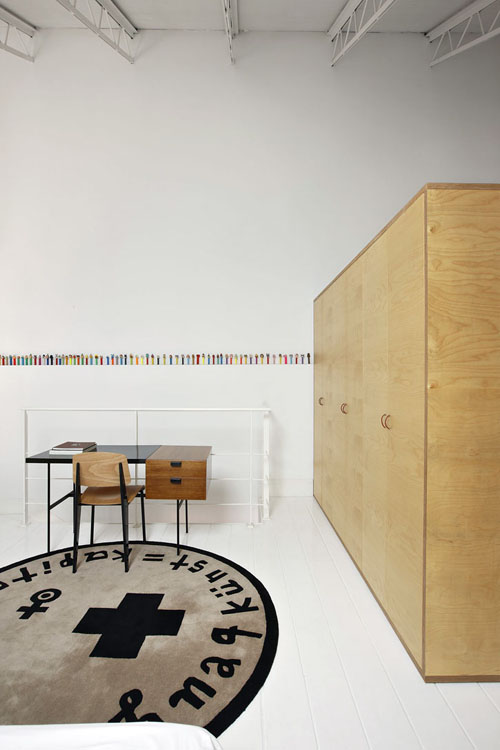 staliukas, spinta pertvara miegamojo erdvėje