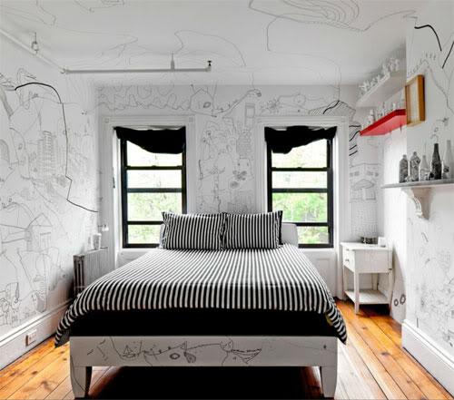 piešiniai ant sienų, lubų, lova, du langai