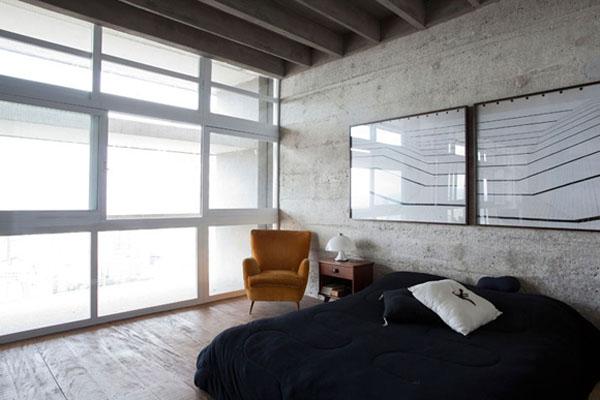 langai per visą sieną miegamąjame