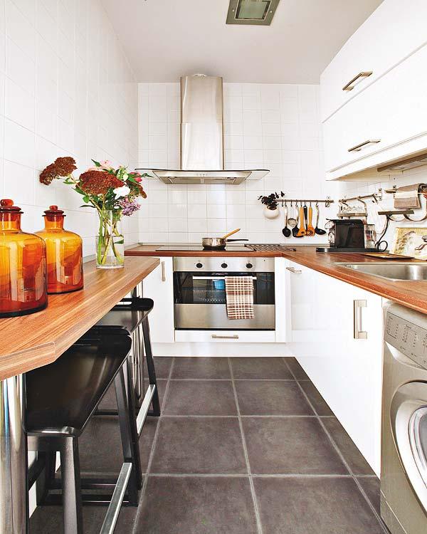L formos stalviršis, baras prie sienos virtuvėje