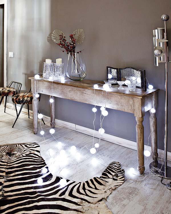 šviestuvas girlianda ant staliuko, grindų