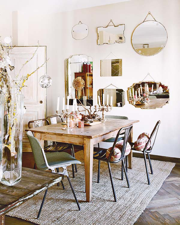 veidrodžių kolekcija ant sienos valgomąjame