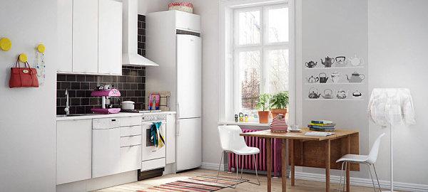 baltos spalvos virtuvės spintelės vienoje linijoje