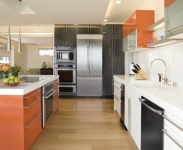 rausvai oranžinė, juoda, balta virtuvė, sala