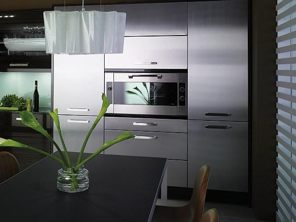 metalinės virtuvės spintelės vienoje linijoje