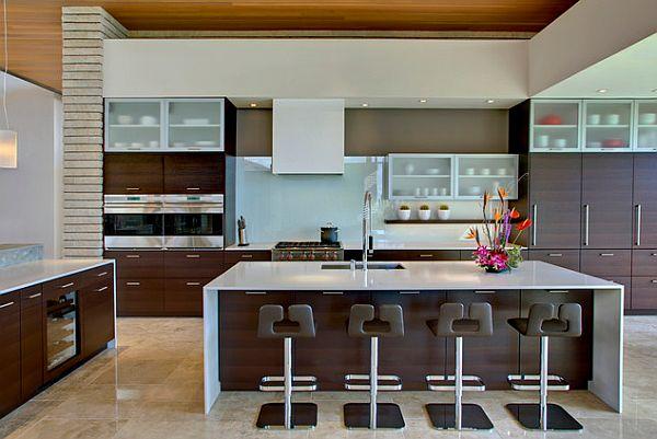 šviesiai, tamsiai ruda, balta virtuvė, didelė sala