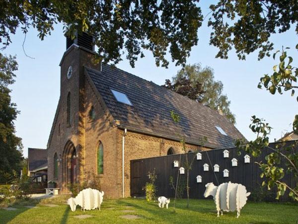 rekonstruotos bažnyčios fasadas, eksterjeras