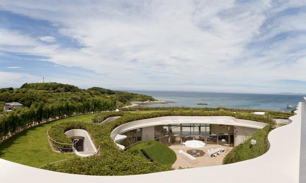 modern-round-homes-japanese-coastal-house-3