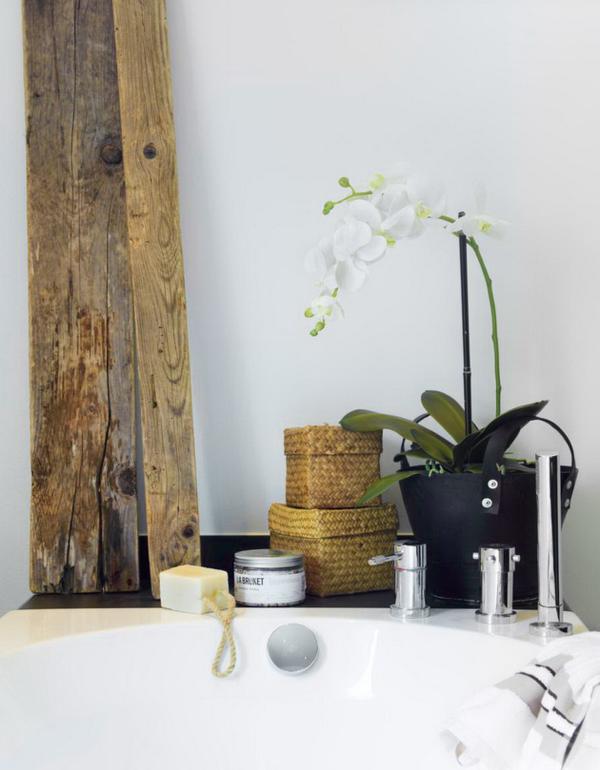 3-bathroom-flower-detail