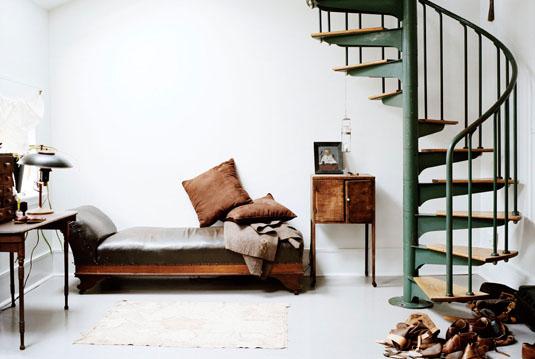 sukti laiptai kambaryje