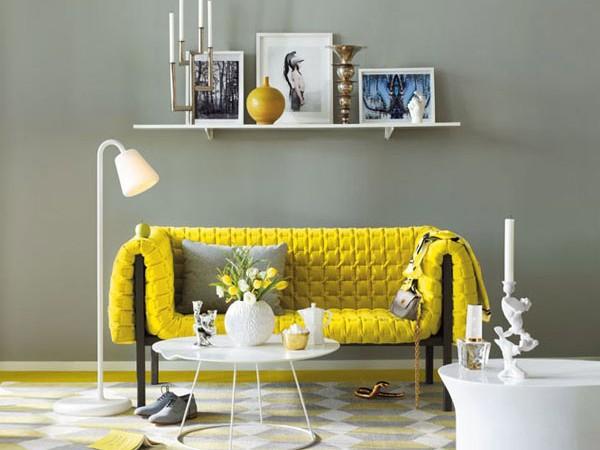 geltona sofa svetainėje