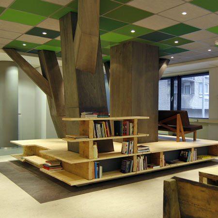 Dekoraratyvinis medis Meno ir Kultūros pastato foje, Roterdame