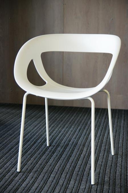 Modernas masinės gamybos kėdė