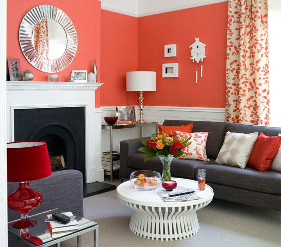 raudona siena, pilka minkšta dalis svetainėje